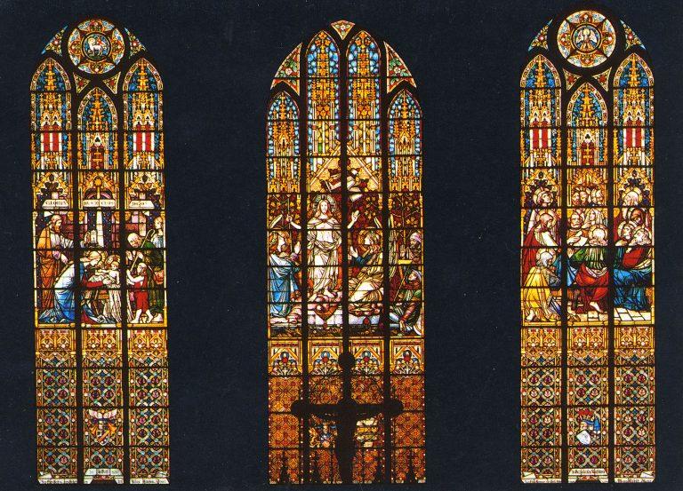 farbige Chorfenster der Stadtkirche Sternberg